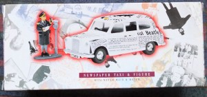 W50.2 - 672. 5 Corgi  58003 Beatles Newspaper Taxi   (1)