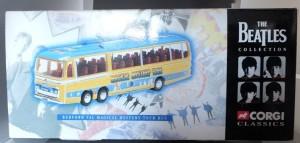 W50.2 - 672.2 Corgi  35302 Beatles Bedford Val Magical Mystery Tour Bus  (1)
