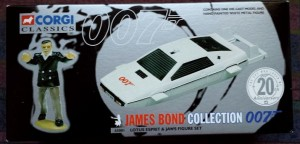 W50.21-674.7 -Corgi 65001 James Bond Collection Lotus Espirit  and Jaws figure set   (1)