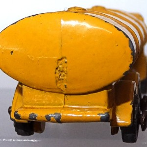 Matchbox 1.75 Reg - #11a ERF Tanker 52mm early version (3)