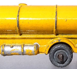 Matchbox 1.75 Reg - #11a ERF Tanker 52mm early version