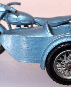 Matchbox 1.75 Reg - # 4c Triumph T110 Motorcycle and side car (4)