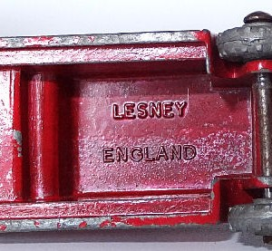 Matchbox 1.75 Reg # 9a - Dennis Fire Brigade -early version - gap below drivers feet (11)
