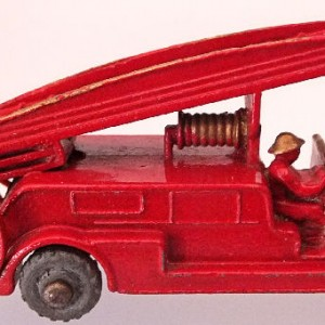 Matchbox 1.75 Reg # 9a - Dennis Fire Brigade - later version more pronounced front bumper (3)