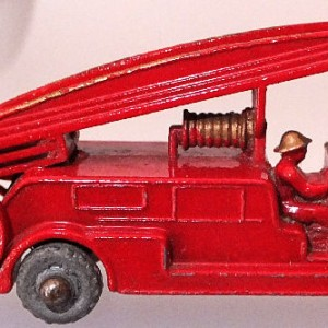 Matchbox 1.75 Reg # 9a - Dennis Fire Brigade - later version more pronounced front bumper (8)