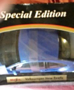 W876 - 38 . Maisto 31875 VW Beetle