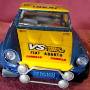 W899 - 43.52 . Burago 0127 . Fiat 124 Abarth (6)