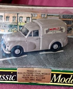W50.24 - 820.7 Corgi 96844 . Morris 1000 Van . Maxwells