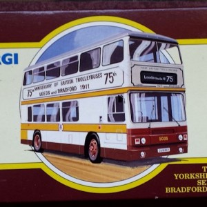 W285-5.2 -Corgi 91853 . The Yorkshire Rider Series Bradford & Leeds  75th Anniversary  (1)