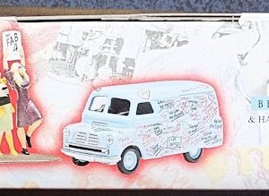W50.2 - 672. 1 Corgi  05606 Beatles Bedford Graffiti Van (2)