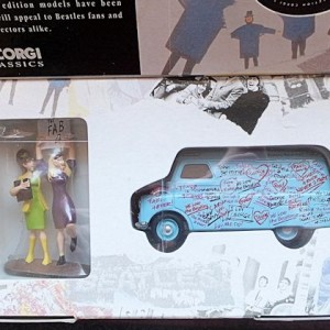 W50.2 - 672. 1 Corgi  05606 Beatles Bedford Graffiti Van (8)