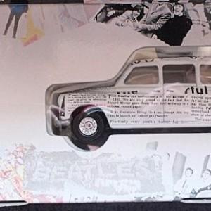 W50.2 - 672. 5 Corgi  58003 Beatles Newspaper Taxi   (10)