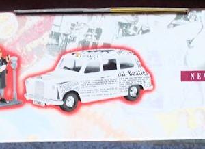 W50.2 - 672. 5 Corgi  58003 Beatles Newspaper Taxi   (2)
