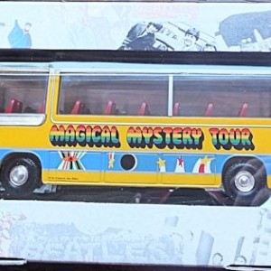 W50.2 - 672.2 Corgi  35302 Beatles Bedford Val Magical Mystery Tour Bus  (10)
