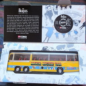 W50.2 - 672.2 Corgi  35302 Beatles Bedford Val Magical Mystery Tour Bus  (11)
