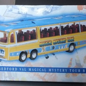 W50.2 - 672.2 Corgi  35302 Beatles Bedford Val Magical Mystery Tour Bus  (3)