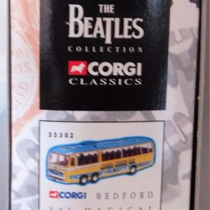W50.2 - 672.2 Corgi  35302 Beatles Bedford Val Magical Mystery Tour Bus  (8)