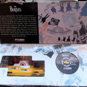 W50.2 - 672.4 Corgi 05401 Beatles Yellow Submarine  (6)