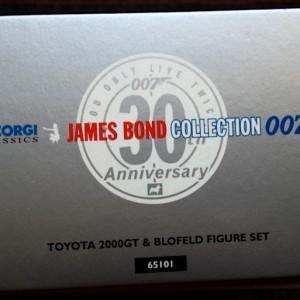 W50.21- 674.5-James Bond Collection Toyota 2000GT and  Blofeld  (4)
