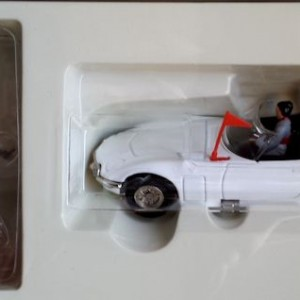W50.21- 674.5-James Bond Collection Toyota 2000GT and  Blofeld  (9)