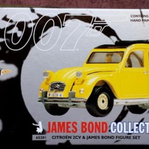 W50.21-674.6 -Corgi 65301 James Bond Collection  Citroen 2CV and Bond figure set   (1)