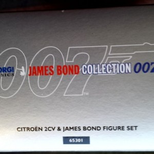 W50.21-674.6 -Corgi 65301 James Bond Collection  Citroen 2CV and Bond figure set   (9)