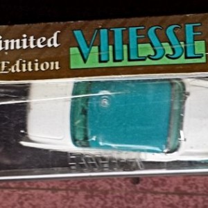W894-40.3 . Vitesse L010  Ford Fairlane Victoria 1956 - Blue and White   (2)