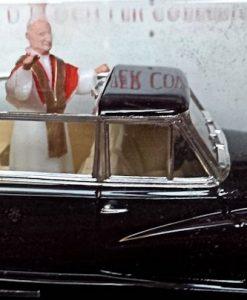 W894-40.7 - Rio 100P . 1960 Mercedes Benz 300d Limousine - Pope John XX111 (3)